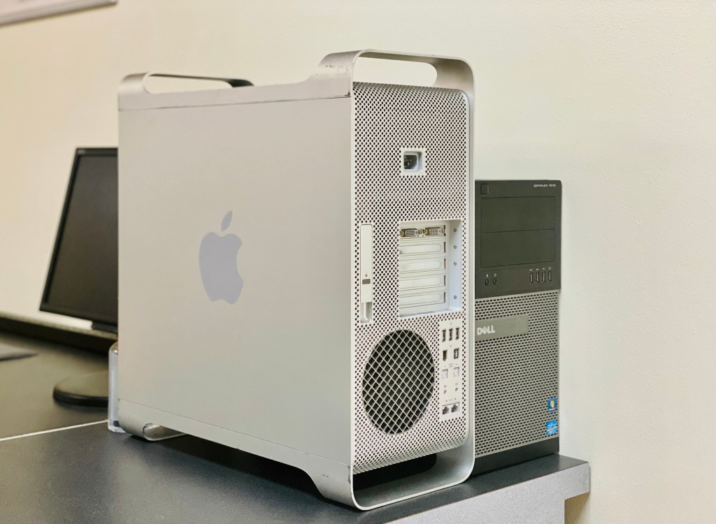Apple desktop computer and PC desktop